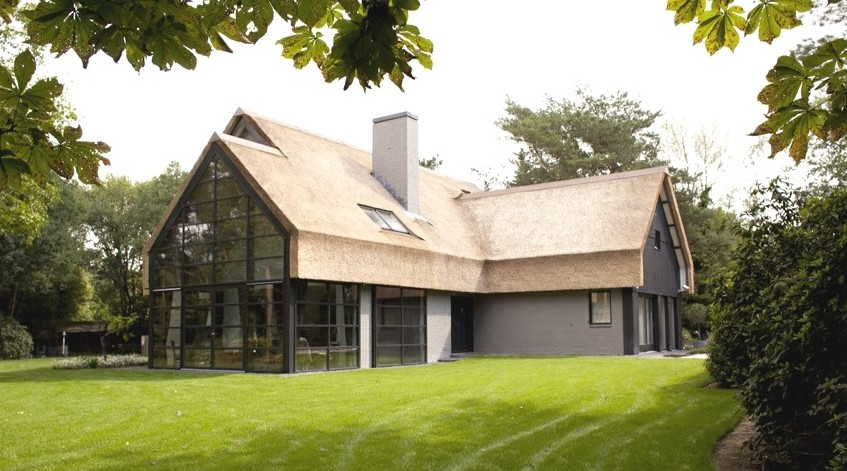 Complete upgrading van een jaren 39 70 villa modern rieten dak stalen serre en een nieuwe - Bijvoorbeeld huis modern ...