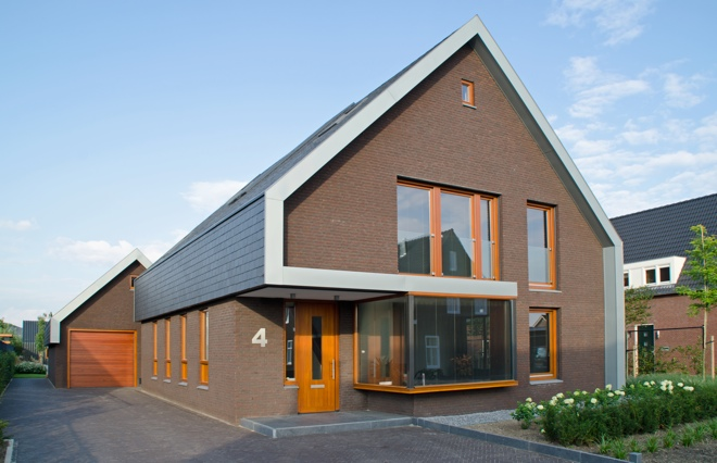 Vrijstaande woning in haarsteeg met leien dak en larikshouten kozijnen op een ruimte voor ruimte - Fotos eigentijdse huizen ...